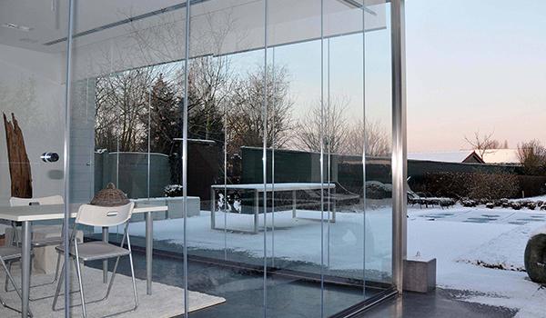 Todocristal keret nélküli üvegfal